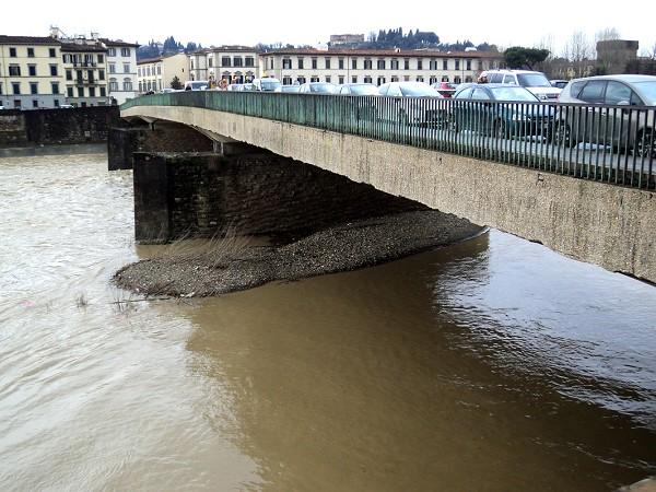 Il ponte Amerigo Vespucci, a Firenze