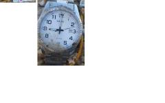 L'orologio al polso dell'uomo trovato cadavere sulla spiaggia di Follonica. La foto è stata diffusa dai carabinieri
