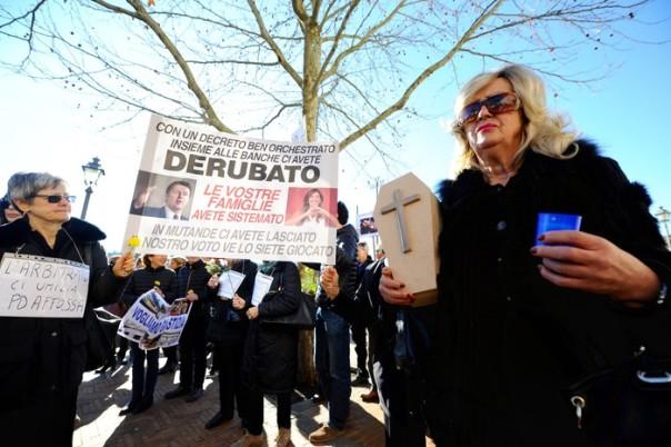 Banche: Etruria; funerale del risparmio in paese Renzi