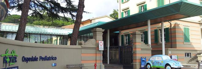 L'ingresso dell'ospedale pediatrico Meyer, a Firenze
