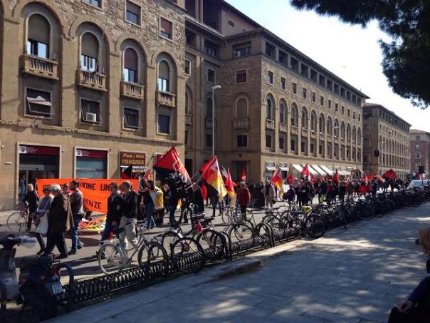 La manifestazione dei sindacati autonomi in piazza Stazione, a Firenze