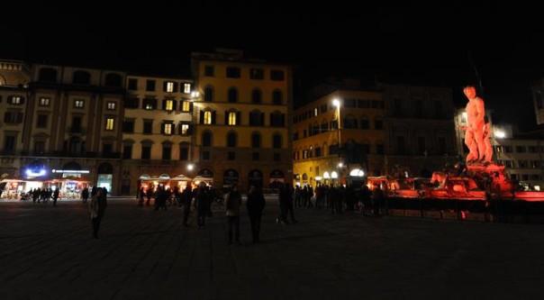 Siria:a Firenze piazza Signoria illuminata contro la guerra