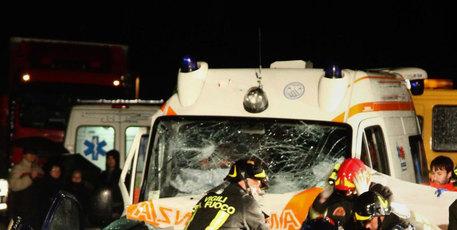 Ambulanza incidente stradale
