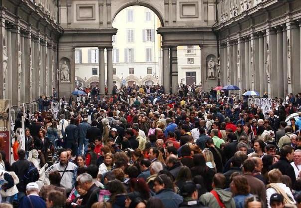 Musei: domenica gratuita; folla e code a Uffizi e Accademia