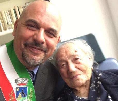 Giuseppina Projetto con il sindaco Paolo Masetti