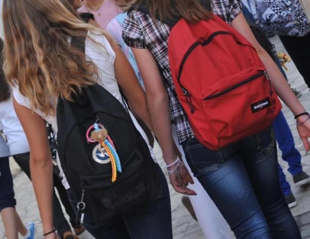 Ragazze ragazzi adolescenza adolescenti scuola