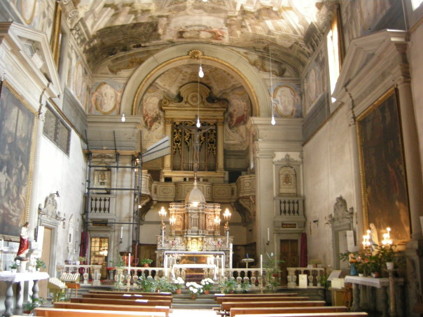 L'interno della chiesa di Sant'Egidio, inglobata in Santa Maria Nuova