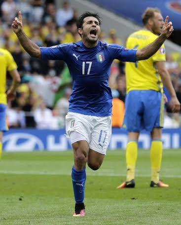 Eder esulta dopo il magnifico gol che ha dato la vittoria all'Italia