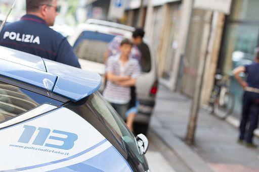 Terrorismo/*Terrorismo, ragazza col mitra su Whatsapp: arrestati 2 marocchini