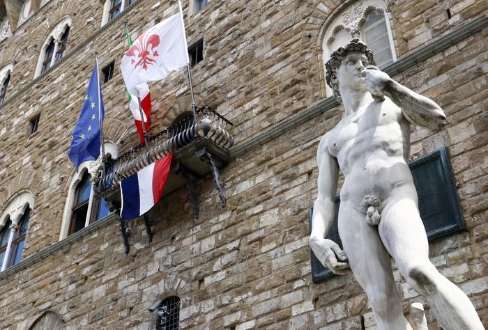UFFICIO STAMPA COMUNE DI FIRENZE 15072016 bandiera francese su palazzo vecchio STUDIO ASSOCIATO CGE FOTOGIORNALISMO