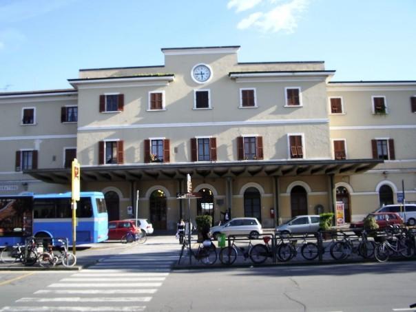 Empoli_-_facciata_stazione_FS