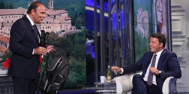 """Il presidente del Consiglio, Matteo Renzi, durante la registrazione della puntata di """"Porta a porta"""", condotta da Bruno Vespa (S), Roma, 09 settembre 2014. ANSA/ALESSANDRO DI MEO"""