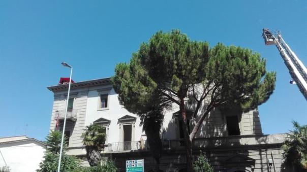 Sgombero in corso a Firenze,giovani asserragliati in palazzo
