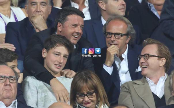 Matteo Renzi con il figlio, in tribuna d'onore accanto ad Andrea Della Valle