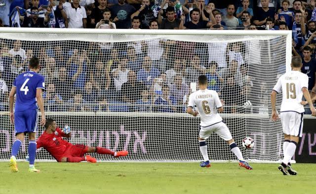 Candreva, su rigore, segna il secondo gol dell'Italia