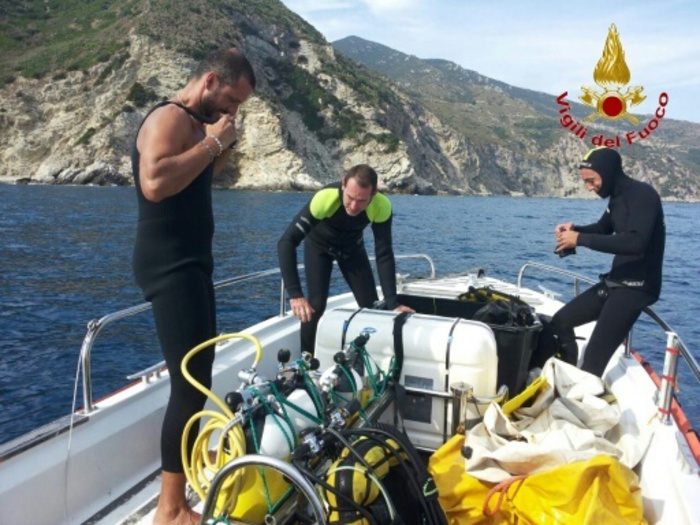 I vigili del fuoco sono dovuti intervenire sulla motonave incagliata a Castiglion della Pescaia