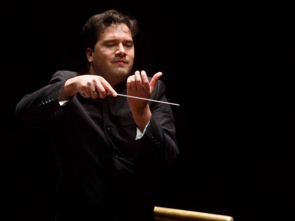 Il direttore d'orchestra Robert Trevino