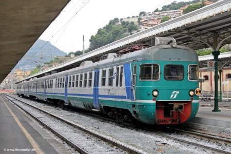 834572_treno