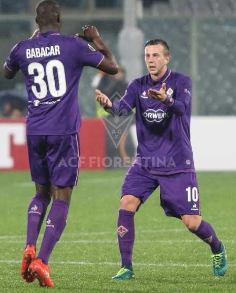Babacar festeggia con Bernardeschi dopo il momentaneo pareggio