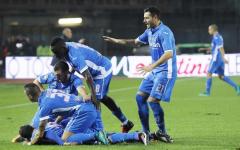 Saponara festeggiato dai compagni dopo il gol del momentaneo 1-1. Nel secondo tempo il Milan riuscirà a dilagare
