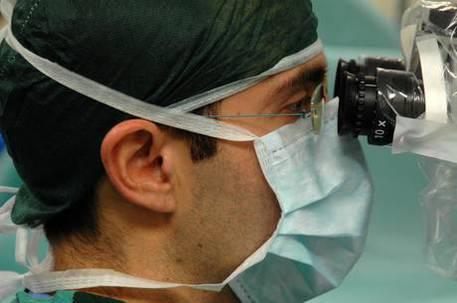 Sanità, medici medico dottori dottore ospedali ospedale chirurgo chirurghi analisi meningite