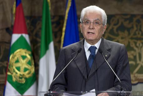 Mattarella sollecito a boldrini e grasso subito legge for Legge della repubblica