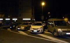 Piazza Batoni, macchine in divieto in mezzo alla strada
