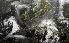 Nubi sull'Europa mostrate dal satellite Meteosat (fonte Lamma)