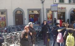 Fermata della linea 11 dell'Ataf in piazza San Marco affollatissima stamani