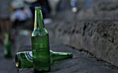 Firenze: non vuol pagare la birra e prende a bottigliate la barista: arrestato