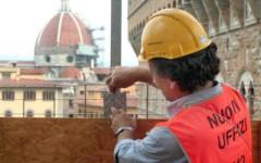 Firenze: entrano nel cantiere degli Uffizi e salgono su una gru. Denunciati due turisti