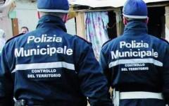 Agenti della polizia municipale di Firenze aggrediti dopo un incidente