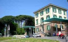 Firenze, 14enne investita a scuola da un'altra studentessa: condizioni stabili ma ancora gravi