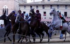 Palio di Siena: Valdimontone vince la prima prova. Assegnati i cavalli alle contrade