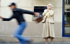 Livorno, scippata e gettata a terra un'anziana di 90 anni: aveva appena riscosso la pensione