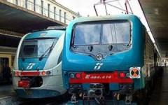 Empoli: auto contro barriera passaggio a livello. Treni bloccati. Pendolari (in ritardo) infuriati