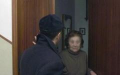 Firenze, si fingono carabiniere e netturbina e derubano coppia di anziani. Arrestati