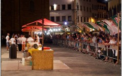 Lasagne e cocomero nella notte di San Lorenzo (Foto Lensi)