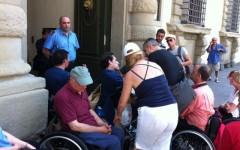 La protesta dei disabili nella sede della Regione toscana il 18 giugno scorso