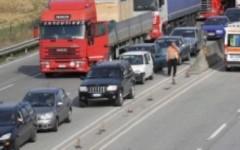 Auto sbanda sulla A1 vicino ad Arezzo, 1 morto e 2 feriti