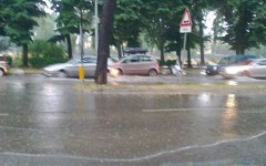 Maltempo in Toscana: bomba d'acqua a Pistoia, allagamenti a Pisa