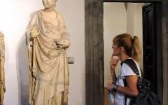 Turista urta e danneggia una statua dell'Opera del Duomo di Firenze
