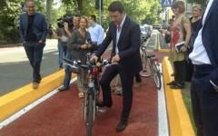 Renzi inaugura il raccordo ciclabile in piazza Ferrucci