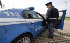 Firenze: anziano reagisce a un furto, ma cade dopo essersi aggrappato all'auto dei malviventi