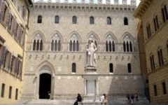 Monte Paschi di Siena: l'agenzia Moody's taglia il rating che scende a un passo dal default. Rischio perdite per le obbligazioni subordinate