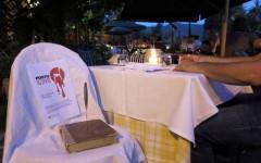 Femminicidio: il posto al ristorante? Riservato da un libro trafitto in ricordo delle vittime