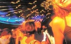 Alcol a 15enne: grave in ospedale e discoteca chiusa