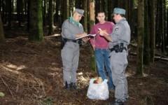 Controlli della Forestale in Lunigiana per la raccolta di funghi