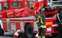 I vigili del fuoco salvano disabile da un appartamento a fuoco
