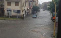 Maltempo, ad Arezzo auto intrappolate in un sottopasso